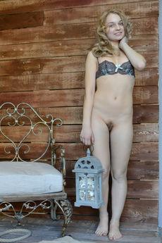 http://fhg.eroticbeauty.com/2017-02-14/PRESENTING_SAKSA/